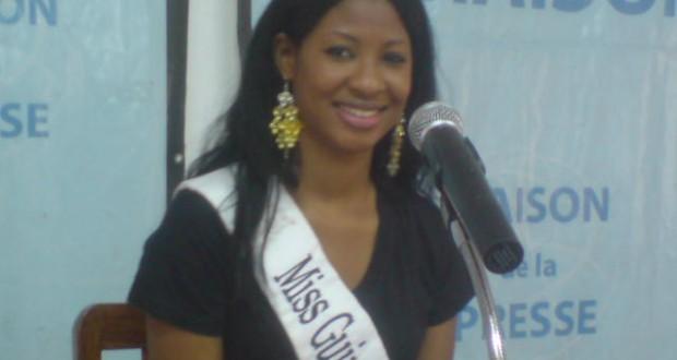 Miss Guinée North America 2011 en séjour humanitaire en Guinée