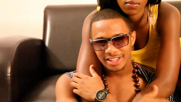 BRAND NEW : Alpha Baba fils de Sékouba Bambino signe le tube ''Irafanma''