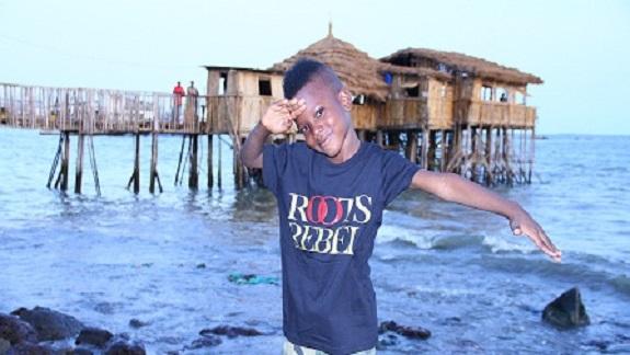 Musique : ''Enfants du soleil'' de Papi Balla Moussa dans les bacs les 23 et 24 Novembre 2013