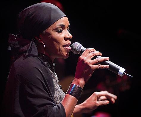 Mamani Keïta sur la voie acoustique avec son nouvel album, Kanou