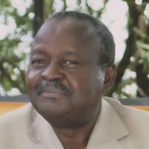 Dr Aly Gilbert Ifono épluche les difficultés liées au métier d'écrivain en Guinée