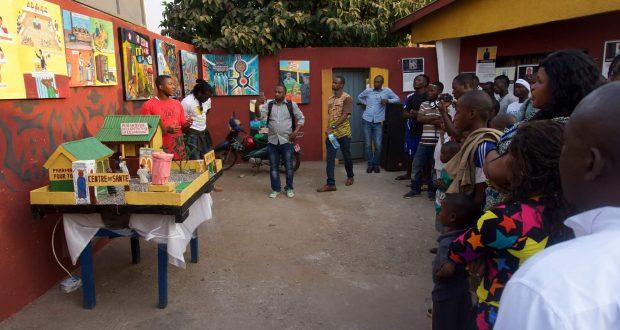 L'Art Gouverne : « Cette exposition vient de m'ouvrir l'esprit » dixit Moussa Soumah élève en 6ème année !