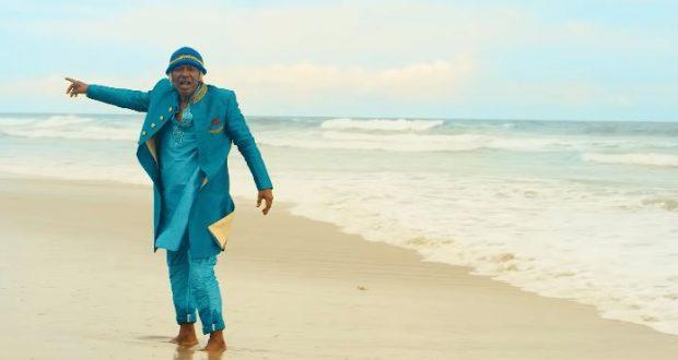 """Alpha Blondy : découvrez le clip ensoleillé de """"Kanou"""" feat. Fally Ipupa !"""